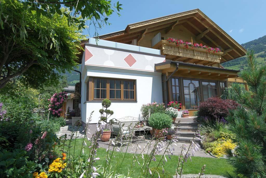 1-Haus-Mattersberger-Sommer.jpg
