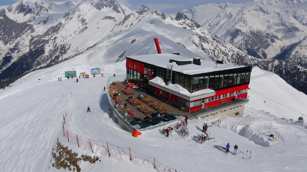 Adler-Lounge.jpg