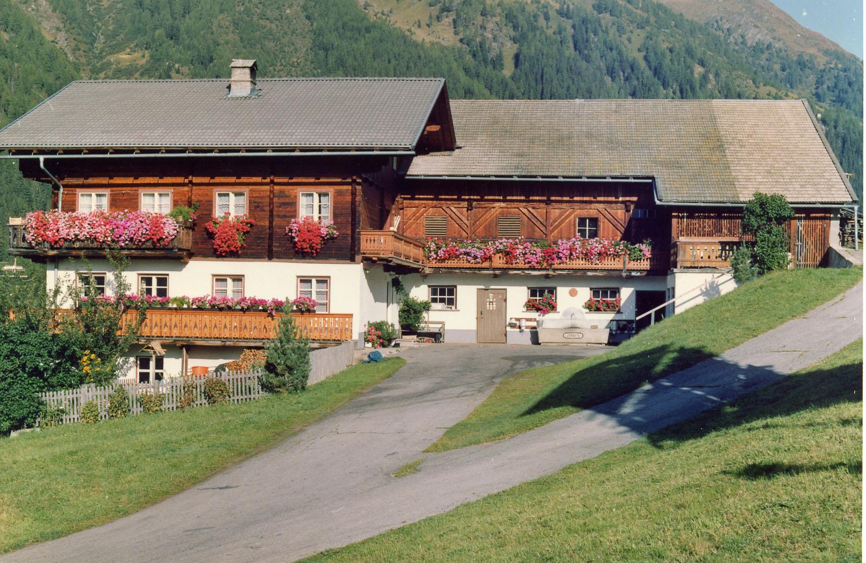 Bauernhof-Ausserwalder.jpg