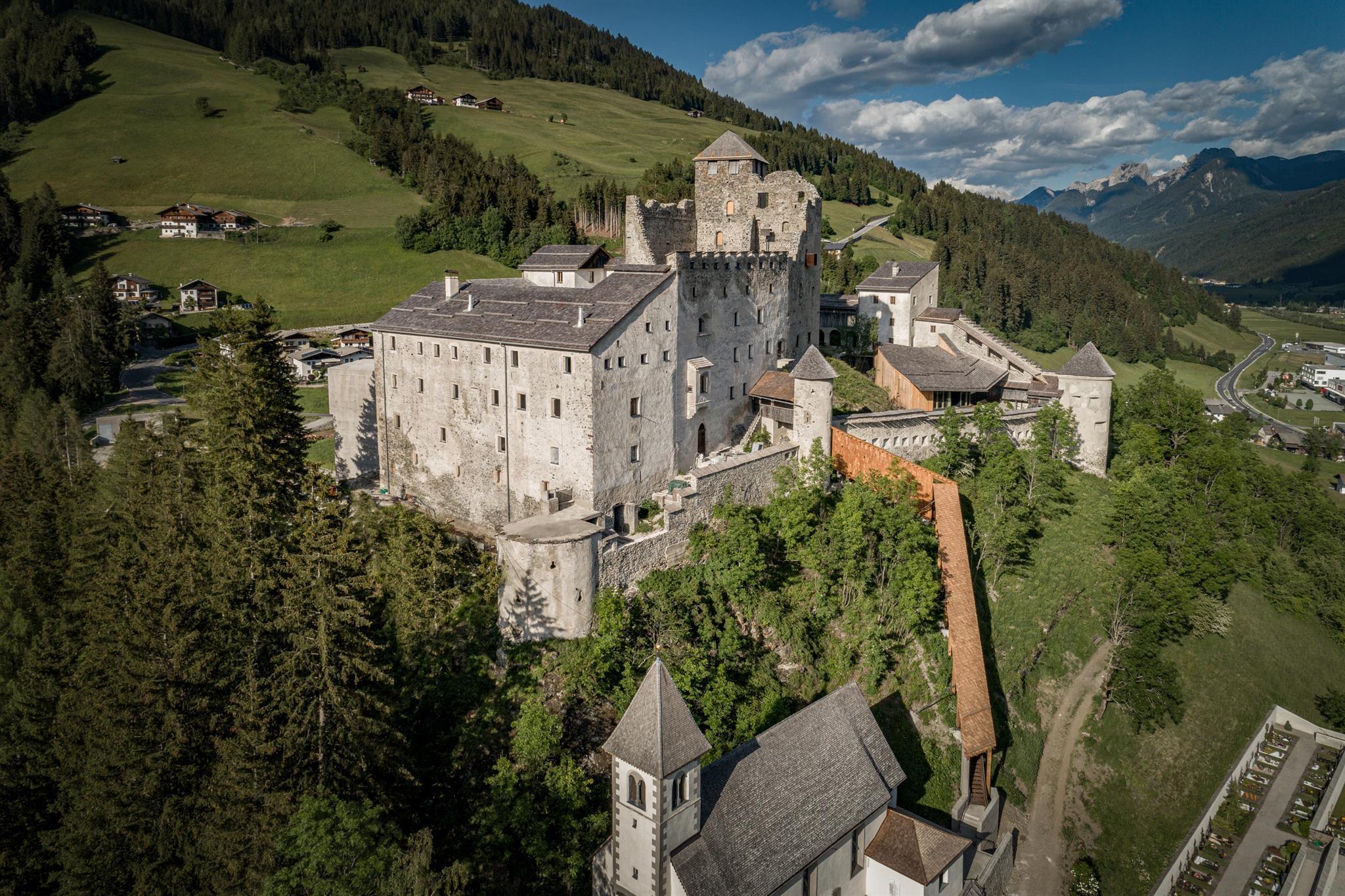 Burg-Heinfels-2020.jpg