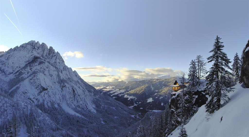 Die-Dolomitenhuette-im-Winter.jpg