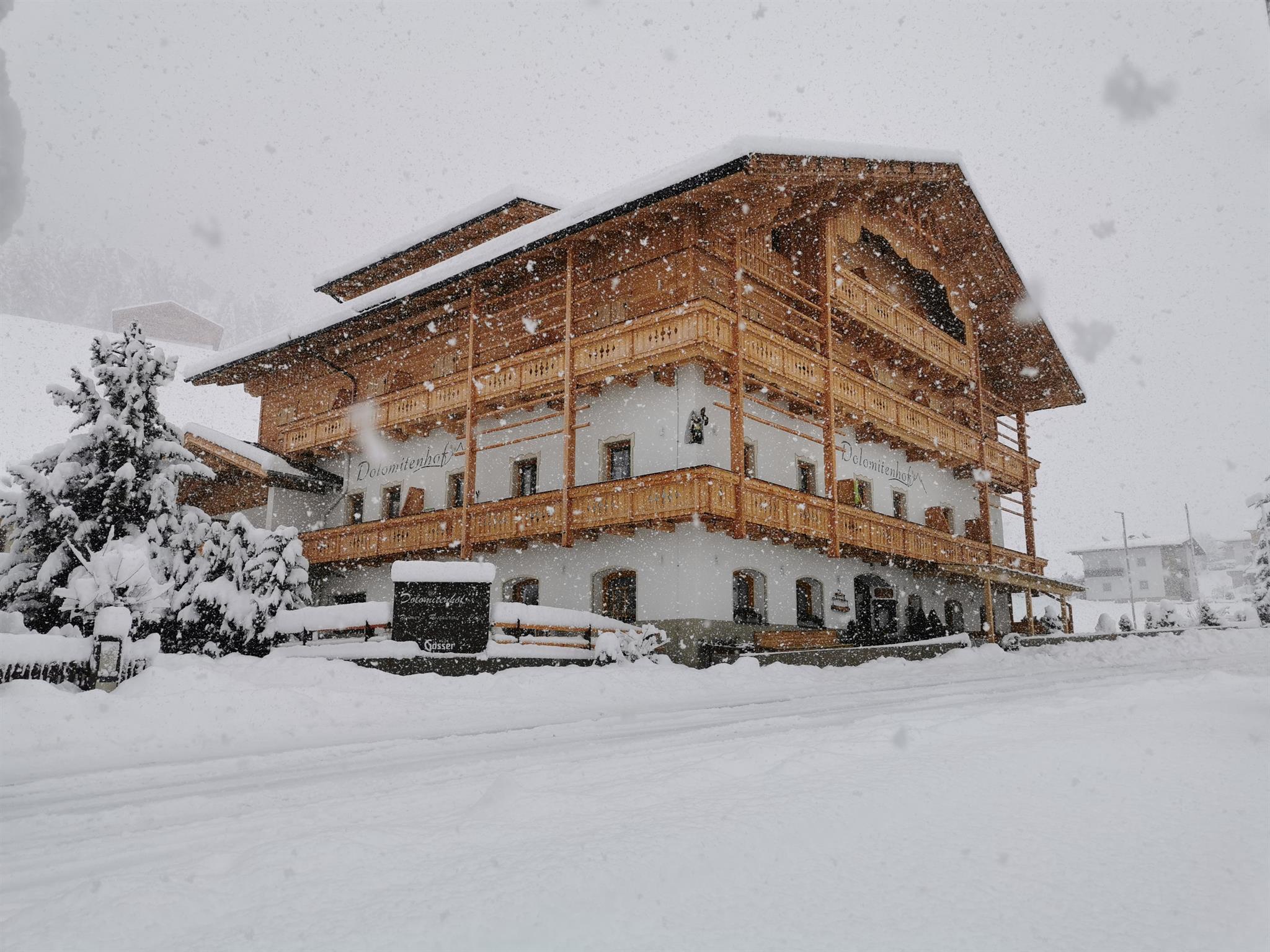 Dolomitenhof-neu-Winter.jpg