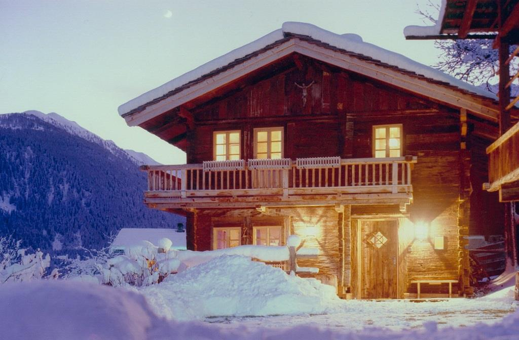 Ferienhaeuschen-bei-Winternacht-4-1024x672.jpg