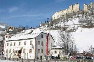 Gasthaus-Burg-Heimfels-im-Winter.jpg