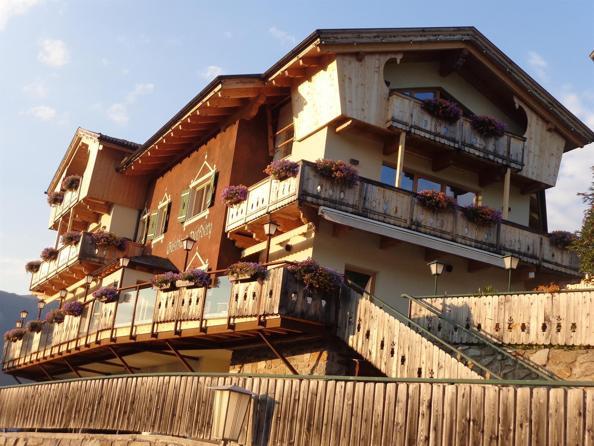 Gasthaus-Dorfberg-im-Sommer.jpg