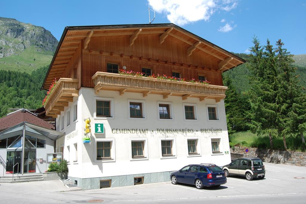 Gemeindeamt-Praegraten-am-Grossvenediger.jpg