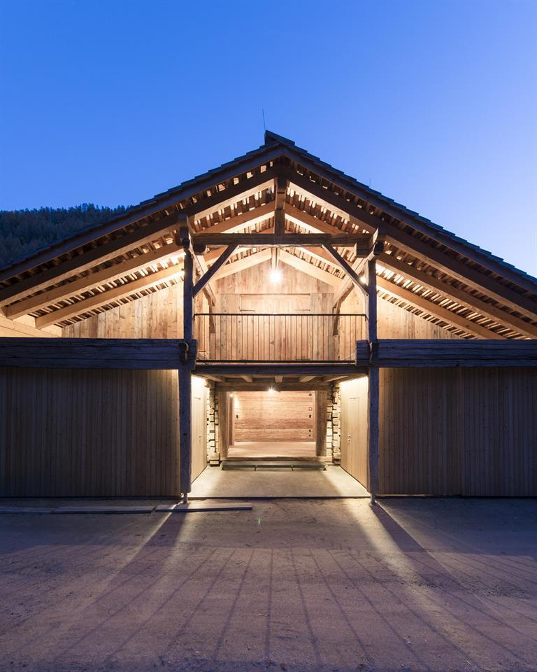 Giatla-Haus-Tor-Eingang-Foto-Lukas-Schaller.jpg