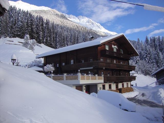 Haus-Alpenfrieden-in-den-Wintermonaten.jpg