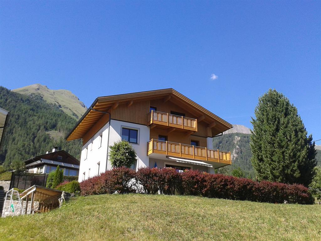 Haus-AlpenblickSommer.jpg