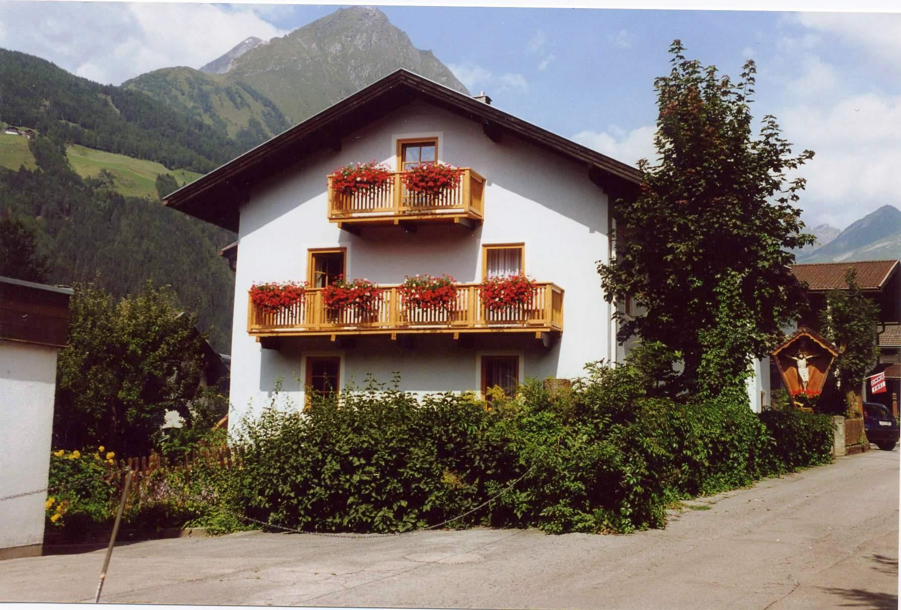 Haus-Amoser-Elfriede-Sommer.jpg