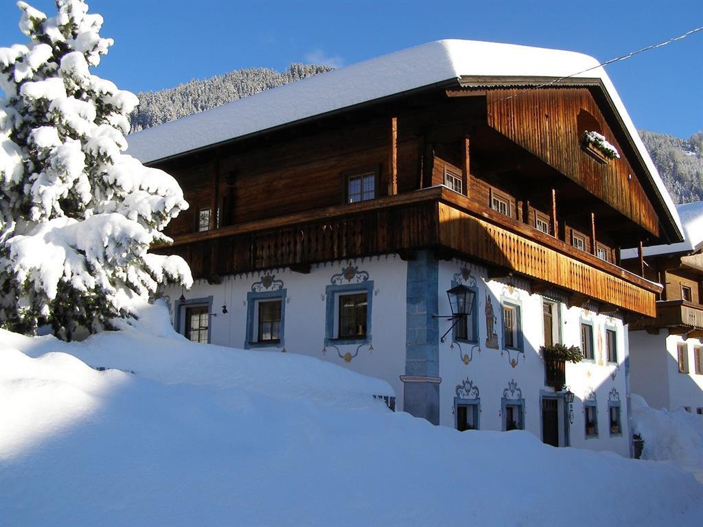 Haus-Angela-Scherer-Winteransicht.jpg