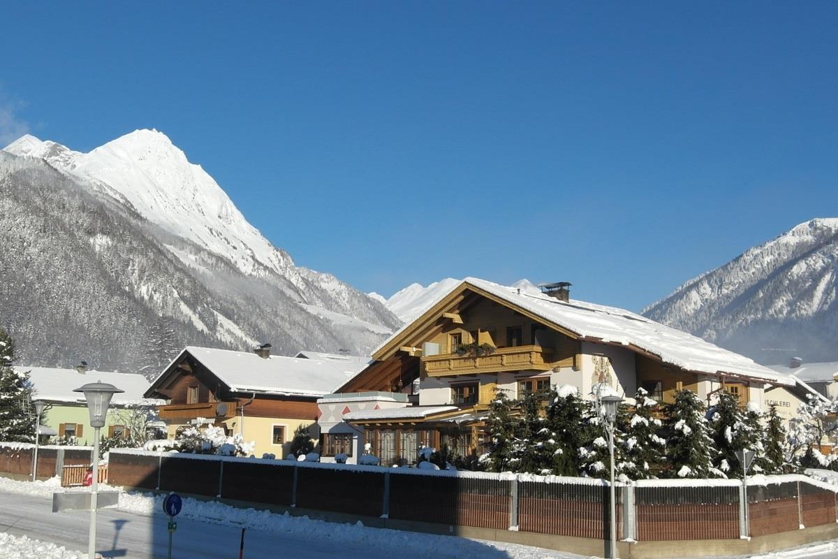 Haus-Mattersberger-Winter.jpg