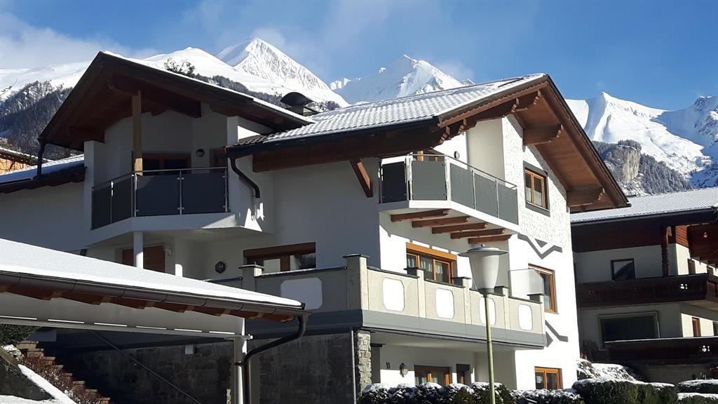Haus-Seitenansicht-Winter.jpg