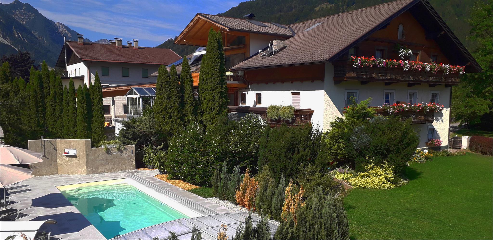 Haus-mit-Pool.jpg