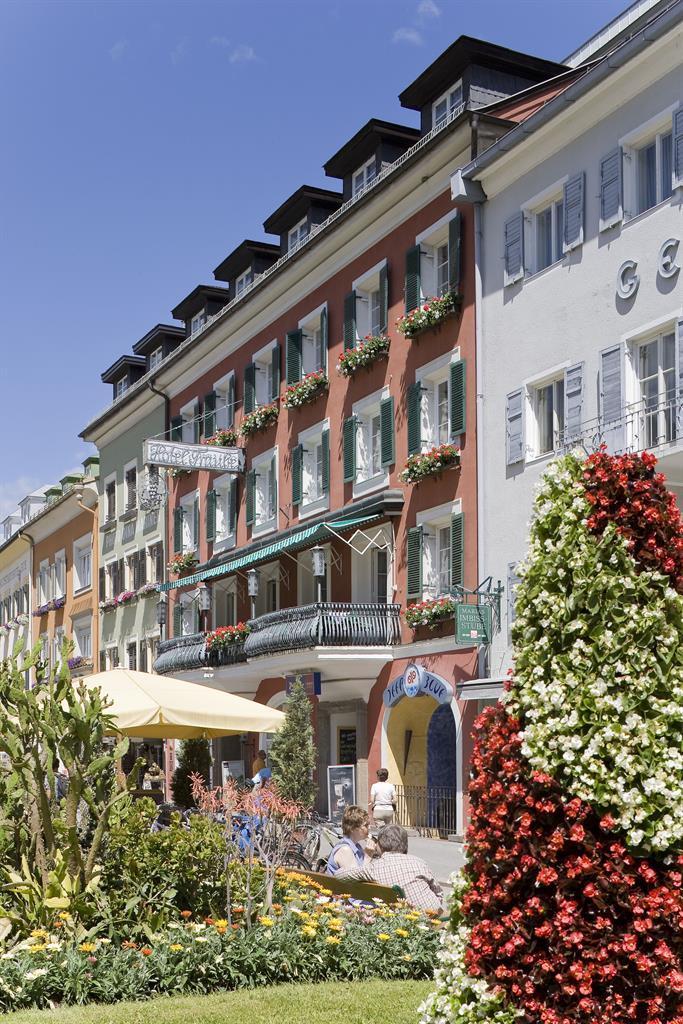 Hotel-Front-Blumen.jpg