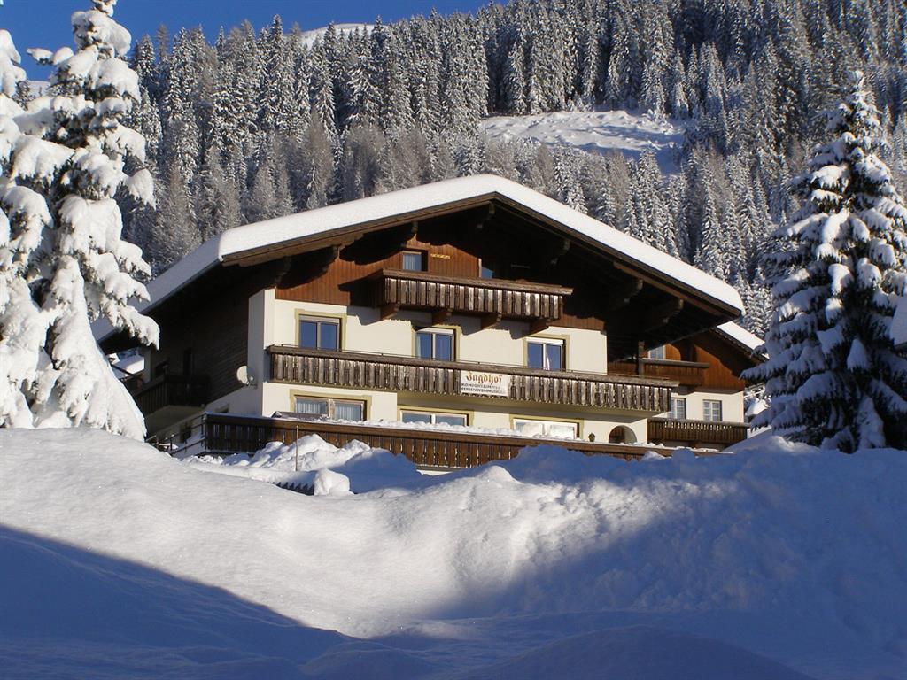 Jagdhof-Winteransicht2.jpg
