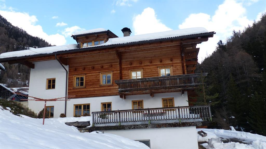 Lucknerhof-im-Winter.jpg
