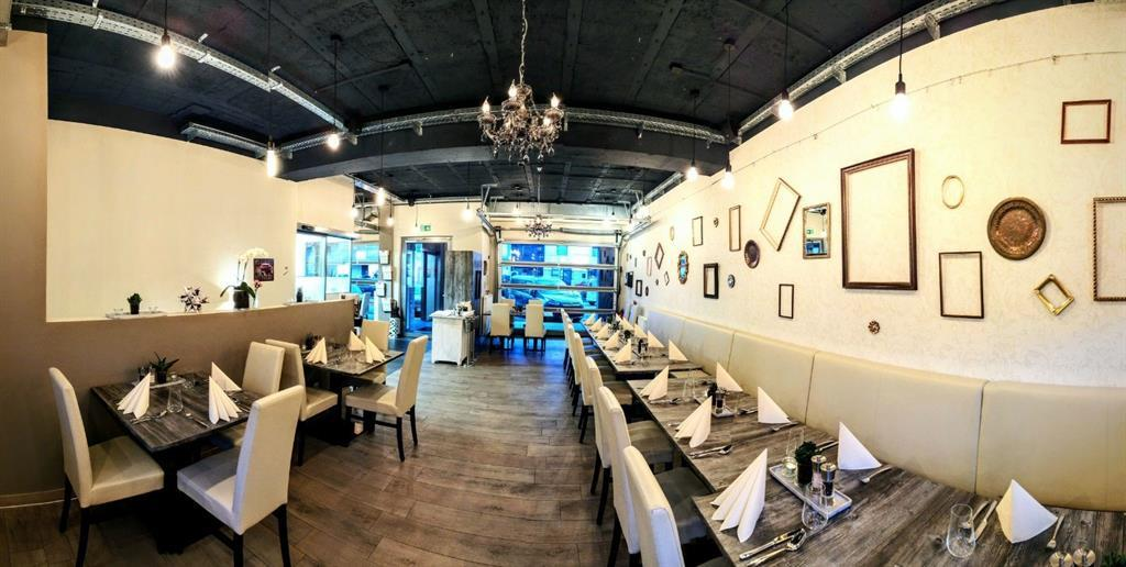 Restaurant-Garage.jpg