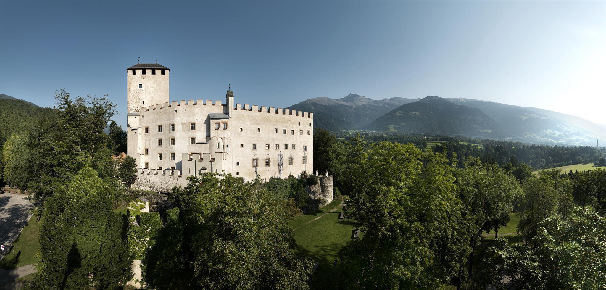 Schloss-Bruck3.jpg