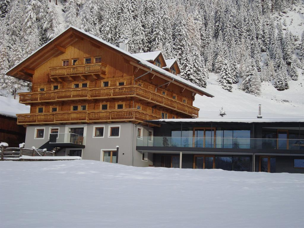 Spoettlinghof-mit-neuen-Anbau.jpg
