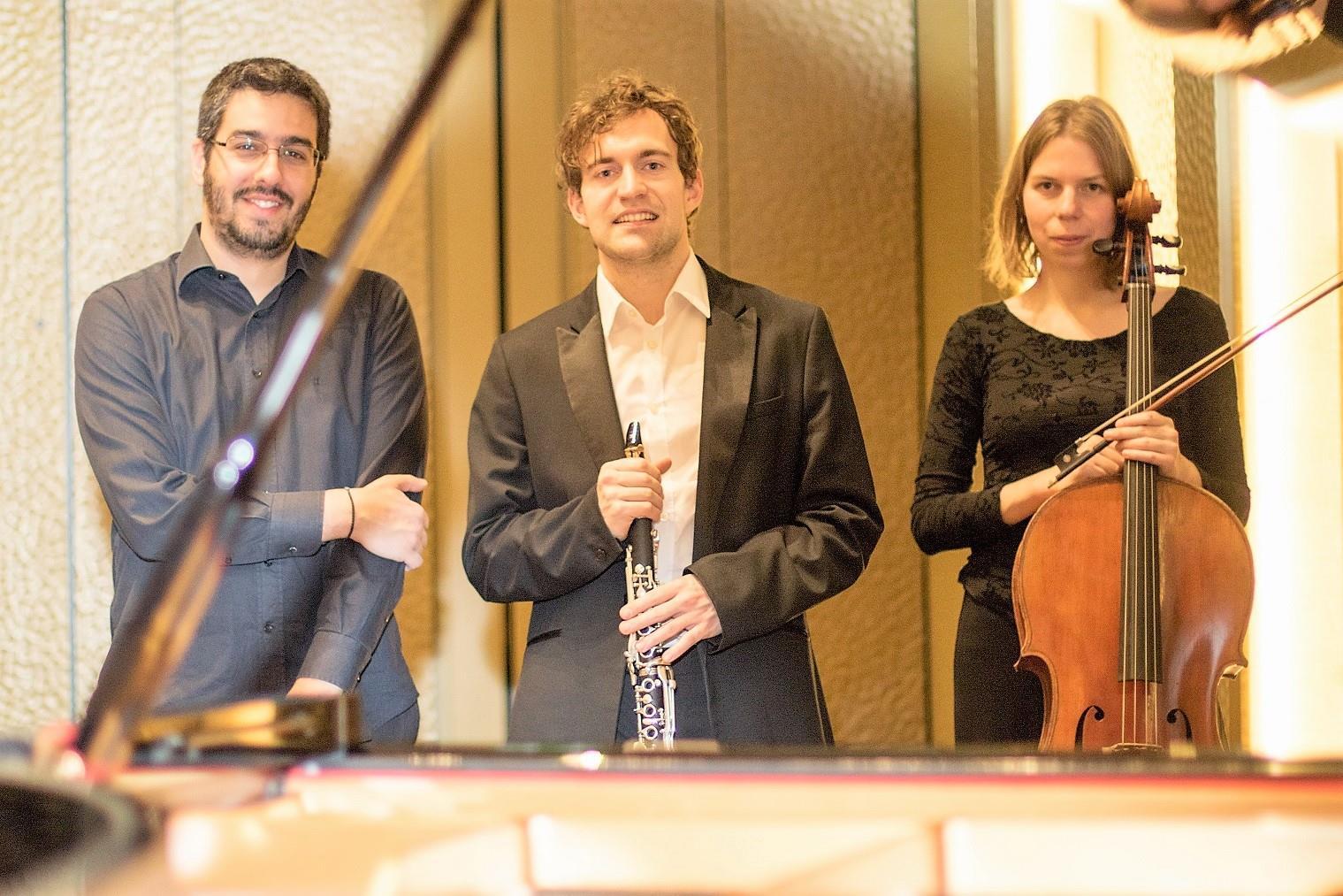 Trio-Lentrias.jpg