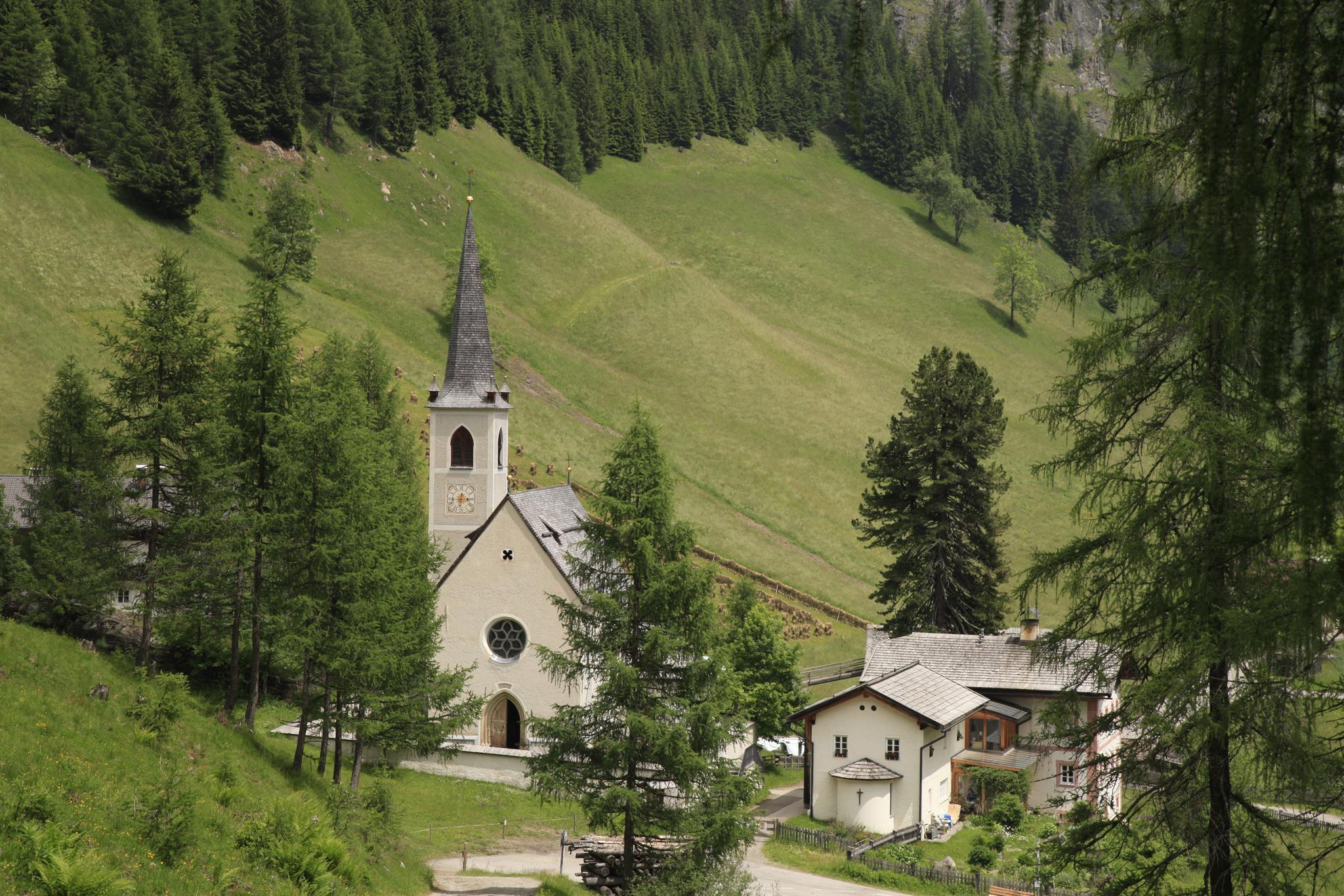 Wallfahrtskirche-Maria-Schnee-in-Kalkstein.jpg