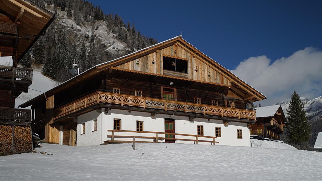 Winter-in-Kalkstein-Giatla-Haus.jpg