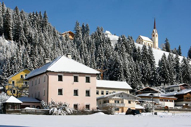 Winteransicht-Pfarrhof.jpg