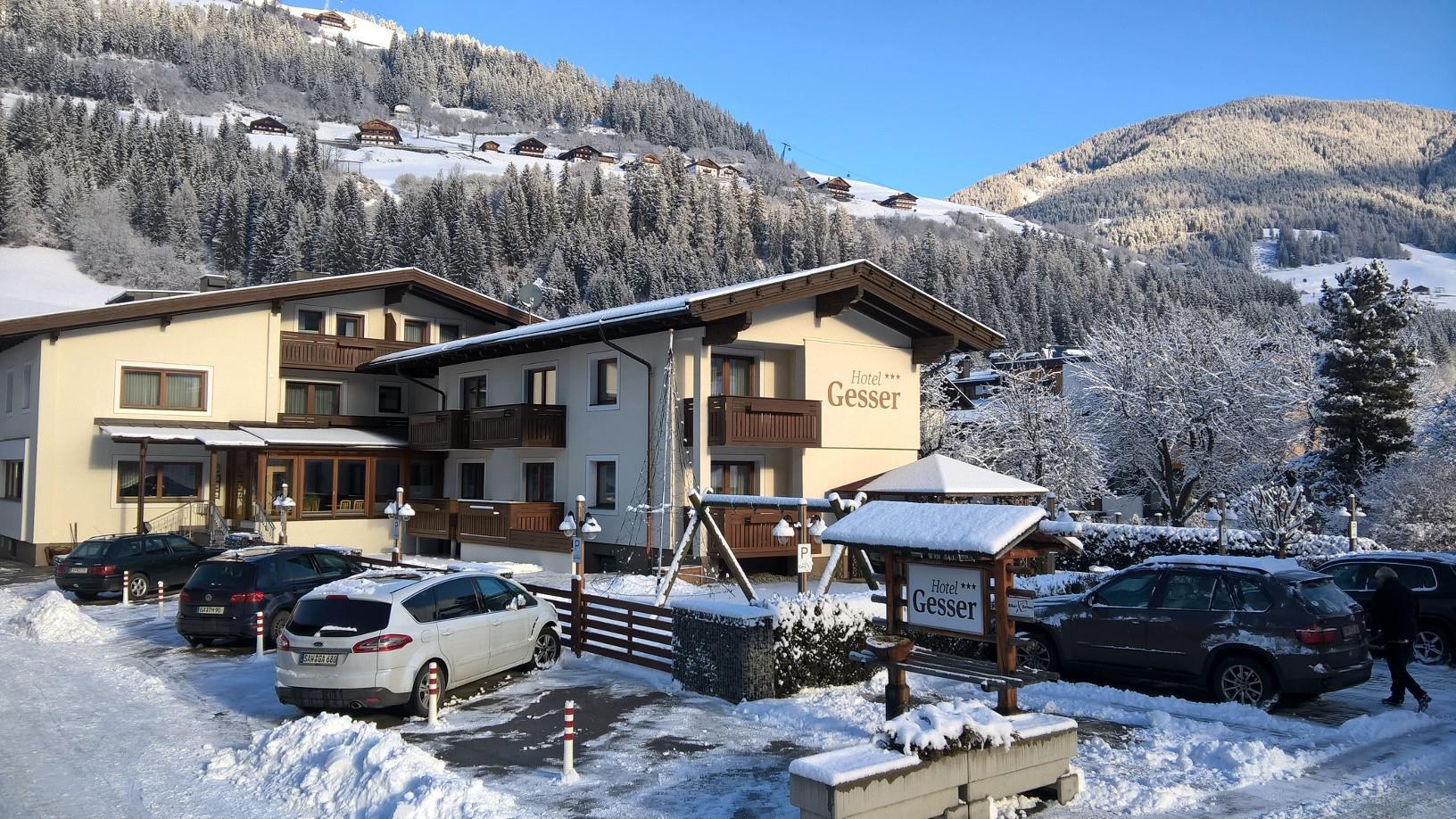Winteransicht-Hotel-GESSER-Sillian-Hochpustertal.jpg