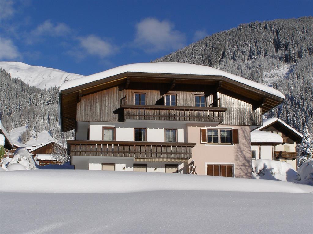 Winteransicht-Landhaus-Lugger.jpg