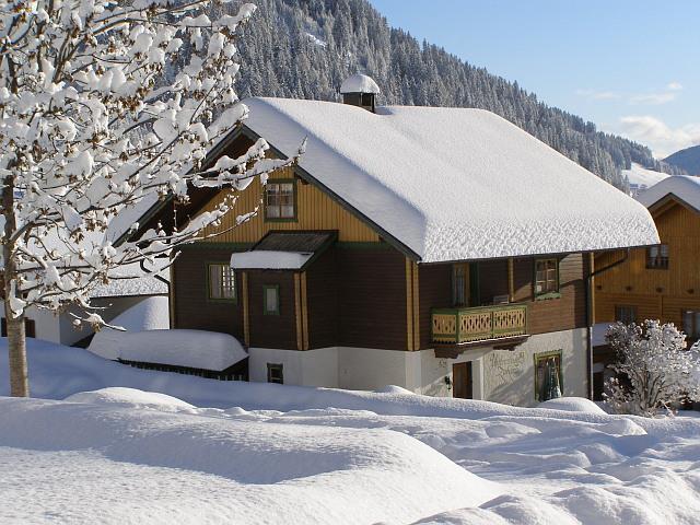 Zuhaus-im-Winter.jpg